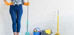 Empregada doméstica meio período: veja os custos e como registrar