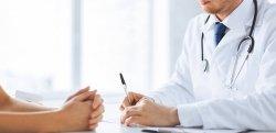 Atestado médico de doméstica: quem paga os dias de afastamento?